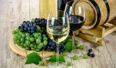 Vente de vins au marché d'Aix-les-bains