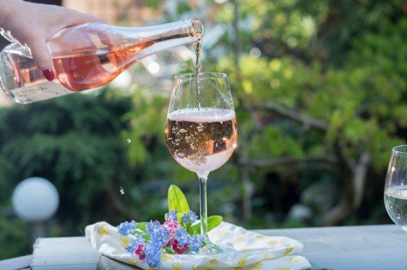 Fournisseur professionnel de vin rosé pour les restaurants Rumilly